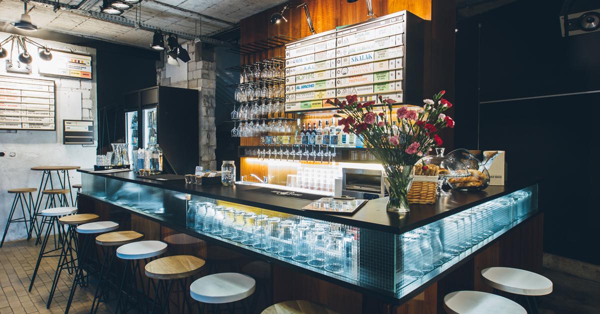 Wnętrze craft beer pubu Kufle i Kapsle Powiśle, Bar, Warszawa, piwo kraftowe, piwo rzemieślnicze